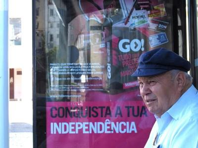 Gregos vão perder 2,8% do PIB em 2012, mas a economia portuguesa ainda perde mais.