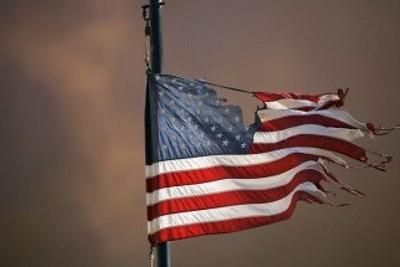 """A decadência tem sido constante desde o ponto culminante do poderio dos EUA, logo após a Segunda Guerra Mundial"" - Foto do site commondreams.org"