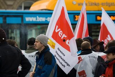 Foto: Trabalhadores do sindicato dos serviços alemão (Ver.Di) em greve