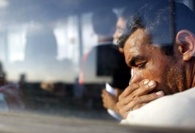 """Desde 28 de Julho, dia em que Sarkozy promoveu uma reunião no Eliseu para tratar """"dos problemas causados pelos comportamentos das pessoas viajantes e dos ciganos"""", já foram obrigados a sair de França 681 romenos e búlgaros. Foto EPA"""