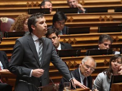 """Pedro Nuno Santos considera que o Tratado não é democrático e que votar a favor """"é desistir da política ou fazer uma política de rendição"""""""