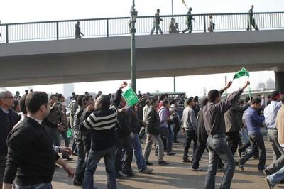 Manifestantes no egito fazem a revoilução