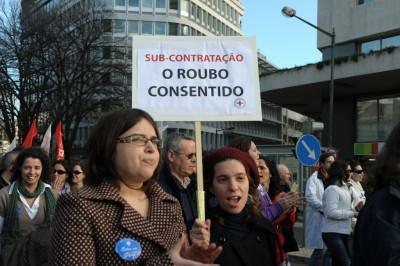 Estado contrata enfermeiros a menos de quatro euros por hora