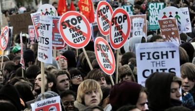 Manifestação de estudantes em Londres, 9 de Dezembro de 2010 – Foto de Andy Rain/EPA/Lusa