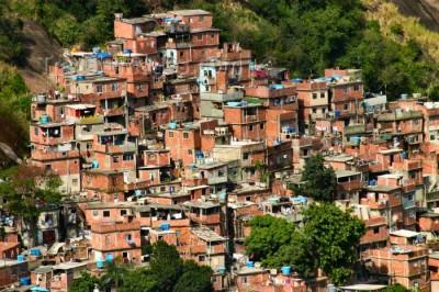 Pobreza nas cidades coloca crianças em risco
