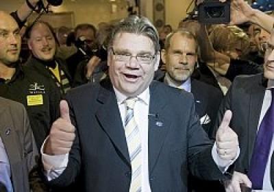 O partido Verdadeiros Finlandeses (True Finns), liderado pelo eurodeputado populista Timo Soini, conquistou os finlandeses com uma campanha de oposição à ajuda financeira da União Europeia a Portugal, que se tornou o tema central na recta final da campanha, e com as suas propostas anti-imigração.