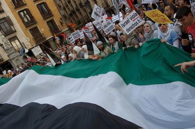 Concentração em Madrid à porta da embaixada de Israel. Foto Carlos  Barbudo/Flickr