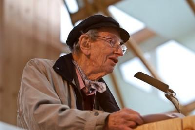 Eric John Earnest Hobsbawm (Alexandria, 9 de Junho de 1917) é um historiador marxista reconhecido internacionalmente.