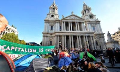 """Segundo o arcebispo, o acampamento dos """"Indignados"""" nas imediações da Catedral de S. Paulo, em Londres, """"traduz a exasperação generalizada das pessoas em relação ao mundo da finança"""""""