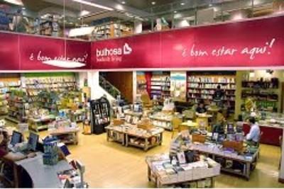"""Os trabalhadores dizem que """"a péssima gestão que é feita pela administração das livrarias Bulhosa leva a que os seus funcionários tenham constantemente os ordenados em atraso"""""""