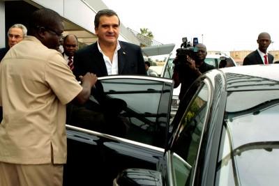 Desde que regressou de Luanda, Miguel Relvas está no centro das suspeitas de pressões para silenciar as vozes críticas ao regime angolano.