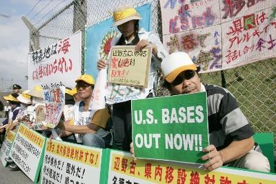 Manifestação em Nago pela saída da base dos EUA - Foto Hitoshi  Maeshrio/EPA/Lusa
