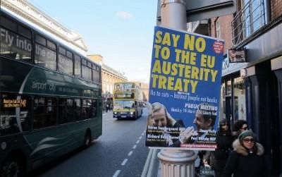 """""""Diz não ao Tratado europeu da austeridade"""" - Cartaz da campanha da esquerda irlandesa pelo não"""