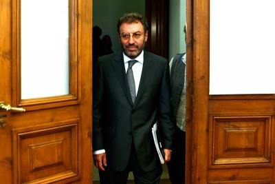 """O ministro Nuno Crato foi à Assembleia dizer que o aumento do número de professores desempregados """"é uma situação humanamente preocupante, mas inevitável""""."""