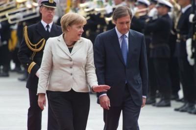 Passos atento a Merkel. Foto de Tobias Kleinschmidt, EPA