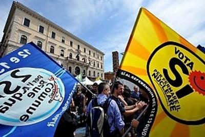 """Nos quatro referendos realizados em Itália participaram 57% dos eleitores, tendo o """"sim"""" ganho por largas maiorias, próximas ou superiores a 95%."""