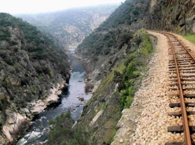 """A barragem de Foz Tua terá """"um contributo ínfimo para a produção de energia no país"""". Foto www.linhadotua.net."""