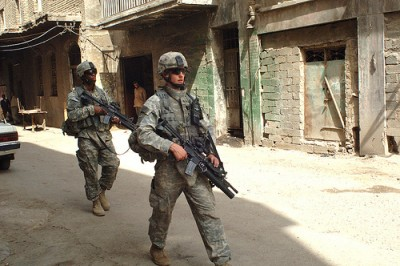 Na última década a maior parte dos países conseguiu reduzir os habitantes de bairros de lata. Mas o Iraque caminhou, rápida e perigosamente, na direcção oposta. Footo The U.S. Military