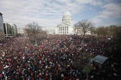Cem mil manifestantes em Madison, Wisconsin, neste sábado 12 de Março de 2011