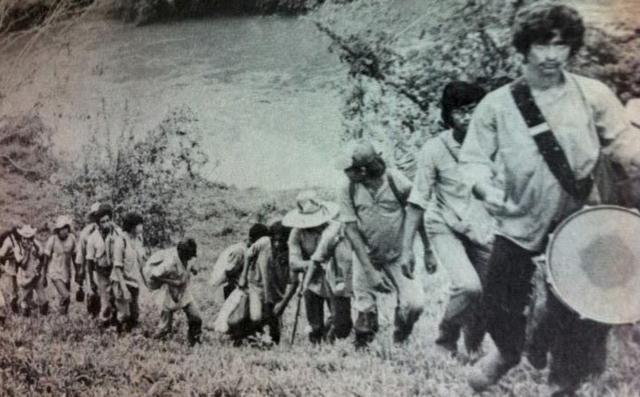 Uma brigada de alfabetização percorre as aldeias da Nicarágua em 1980
