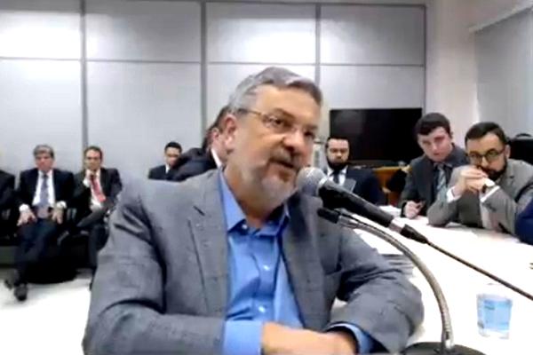 António Palocci, ex-ministro das Finanças no primeiro governo Lula e chefe da Casa Civil de Dilma no início do seu governo, corroborou as acusações já feitas contra Lula e Dilma – Imagem da televisão
