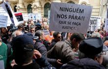 Lesados do BES em protesto junto às sedes dos candidatos à compra do Novo Banco. Foto Manuel de Almeida/Lusa