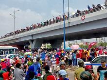 Trabalhadores em greve no Parque Industrial Tan Tao, nos arredores de Ho Chi Minn. Foto Radio Free Asia