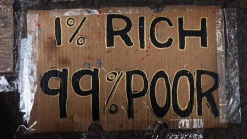Cerca de metade da riqueza de todo o globo é propriedade de apenas 1% da população mundial, o que corresponde a 110.000 milhões de euros, 65 vezes superior ao que dispõe a metade mais carenciada do mundo.