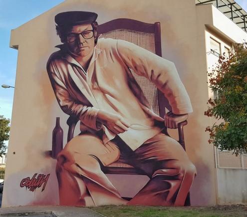 Zeca Afonso retratado na empena de um prédio situado na Amadora. Foto Odeith.com