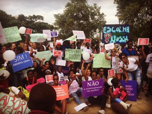 Marcha de mulheres contra a criminalização do aborto em Angola