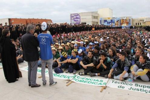 Reitor da Universidade participa na praxe - foto retirada do facebook do deputado Luís Monteiro