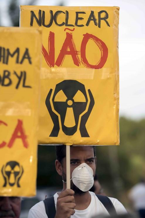 """Pancarta a dizer """"nuclear não"""""""