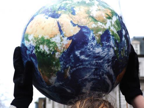She's got the whole world in her hands. Foto de  Jasn/Flick.