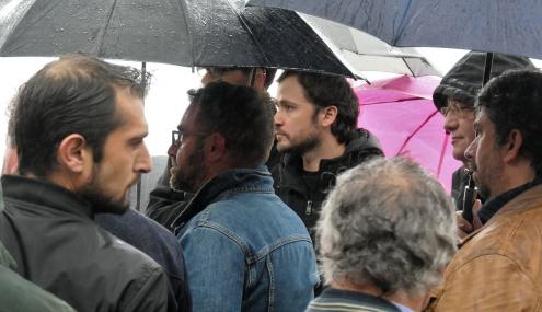 José Soeiro na vigília de solidariedade com trabalhadores do restaurante Ignez. Foto de Henrique Borges/Facebook.