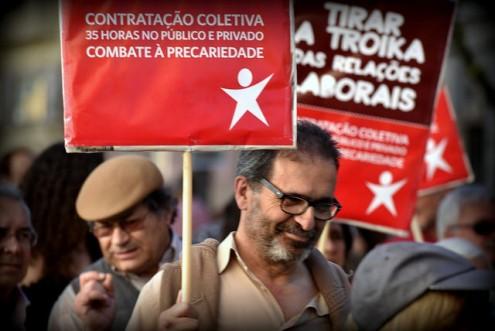 Cartaz em manifestação do 1º Maio