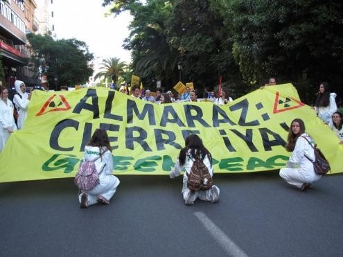 """""""Almaraz Cierre Ya"""", faixa da Greenpeace na manifestação """"Fechar Almaraz"""" em 11 de junho de 2016 - Foto de Almerinda Bento"""