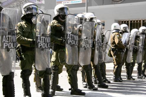 Grécia: polícias absolvidos por agressões na Praça Syntagma em 2011
