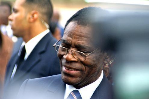 Teodoro Obiang é dos ditadores mais antigos do mundo e a sua opulência contrasta com a miséria popular. Foto embaixada/Flickr.