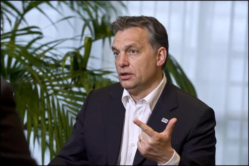 Hungria criminaliza ajuda a imigrantes