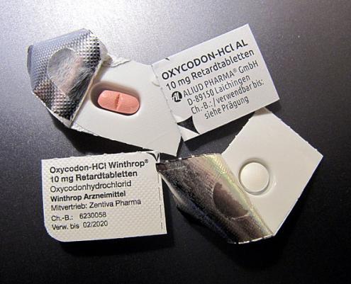 Embalagem de OxyContin, analgésico opióide altamente aditivo.