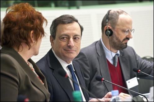 Mario Draghi recusa abandonar grupo de lobbying bancário