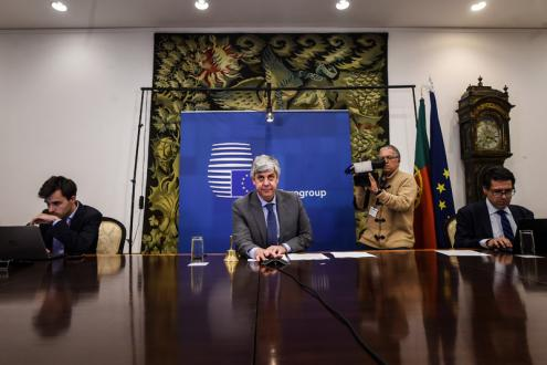 """Acordo no Eurogrupo: """"Uma mão cheia de dívida e outra de coisa..."""