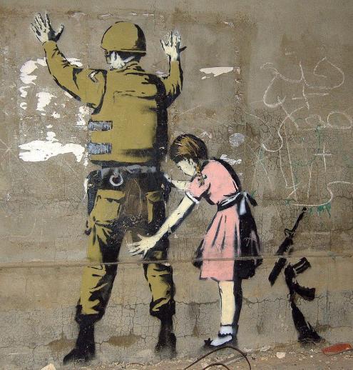 Mural de Bansky, em Bethlehem. Foto de Pawel Ryszawa/ Wikimedia Commons.