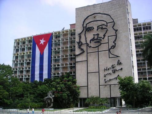 Praça da Revolução, em Havana, Cuba. Foto de Mark Scott Johnson, Australia/ Wikimedia.