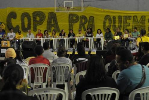 Movimentos sociais reuniram-se em Belo Horizonte para debater ações durante a Copa. Foto de Agência Brasil/Antônio Cruz