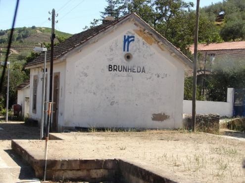 Desde o início de 2017 que a data de reabertura do troço Brunheda-Cachão tem vindo a ser sucessivamente adiada, estando agora pura e simplesmente em suspenso