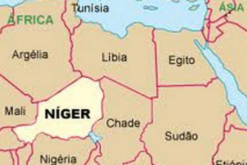 Nos planos de Macron, Níger e Chade devem fazer o que a Líbia de Mohammar Kadhafi fazia: travar os africanos que pretendiam atravessar o Mediterrâneo com destino à Europa