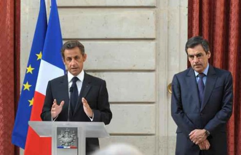 Nicolas Sarkozy e François Fillon, então presidente e primeiro-ministro de França, respetivamente - 2010