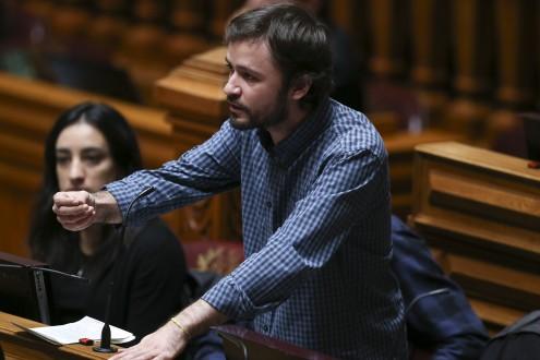 José Soeiro intervém no segundo dia de discussão orçamental.
