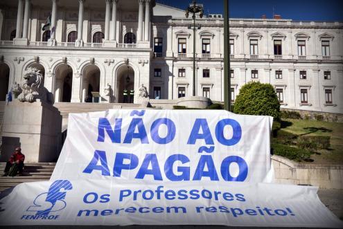 Governo e sindicatos dos professores estabelecem compromisso